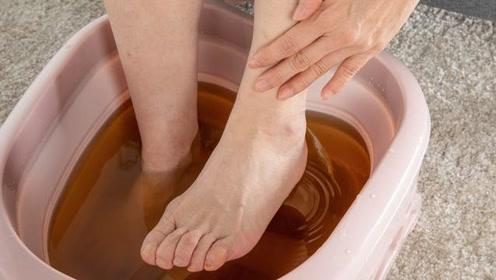 每周三次艾草泡脚,身体能收获几个好处