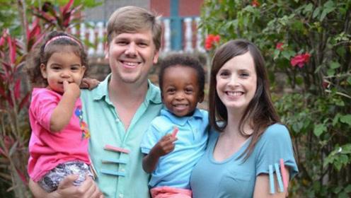 这对白人夫妇竟然生下了黑人三胞胎 但这并不是医学奇迹