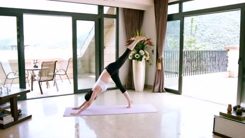 瑜伽拉筋经典体式,做的时候需要配合呼吸方法