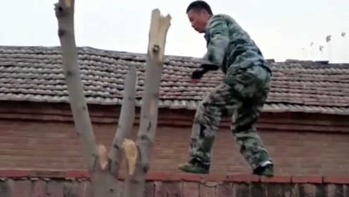 男子退伍后在家直播翻墙 高难度技能被网友围观走红