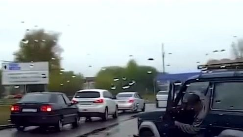 记录仪拍下了 灵异车祸现场实情!