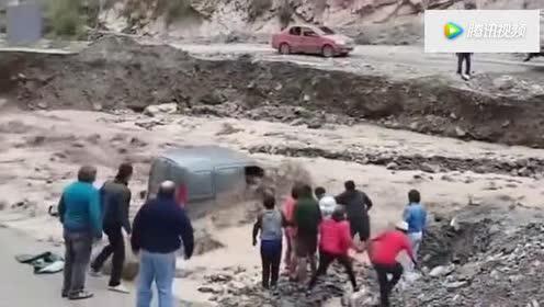 阿根廷洪水爆发!路人幸运躲过身后坍塌的河堤!