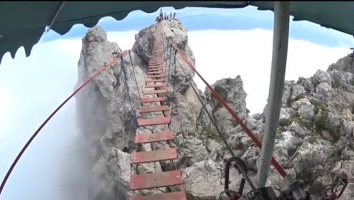 世界上最危险的天梯,只用木板搭建而成,胆大的人上去也怂