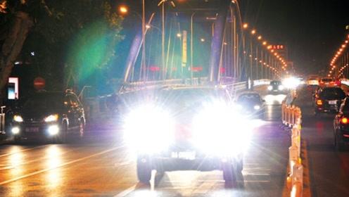 后车持续开远光不变灯,教你几种处理办法,保护自己不受伤害