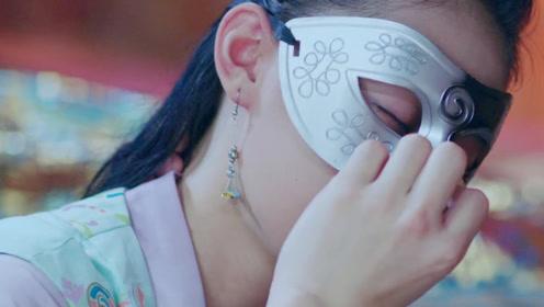 丑女为救王爷受重伤,王爷揭掉她的面具后,丑女竟蜕变为绝色美人