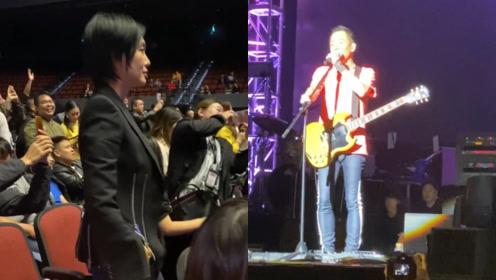黄贯中澳门演唱会观众寥寥无几,朱茵跑进观众席站起来为老公加油鼓掌