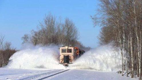瑞士下雪都是十几米深,为何交通没有瘫痪?铲雪车出场瞬间惊呆!