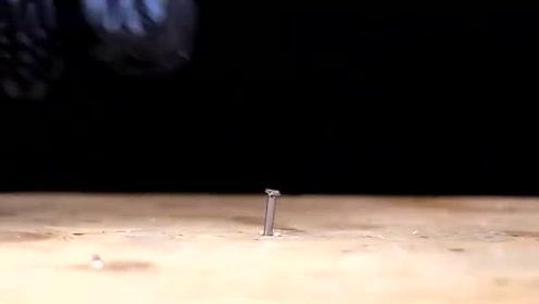小伙脑洞大开把一把螺丝刀改造成一把超级螺丝刀,真是有才!