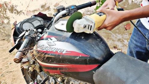 摩托车油箱内部是什么结构?印度小哥用切割机切开,不怕爆炸吗