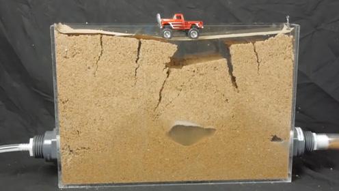 流沙有多危险?小哥实验,亲测踩在下面有水的沙子上,看完真害怕