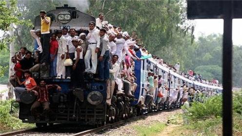 印度火车真的挂满人吗,事实并不是,看完才知道