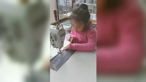 6岁女孩自学成才会针线活,能熟练使用缝纫机网友自愧不如