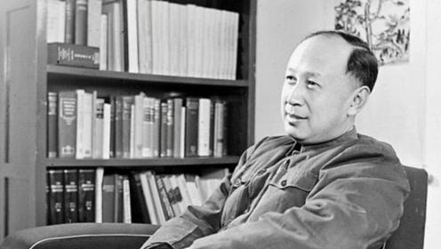 中国天才留美拒绝回国,拿绿卡为其设计核导弹,国民一致抵抗