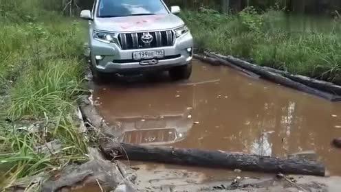 老司机和普拉多的组合,还有什么能阻挡它的去路!