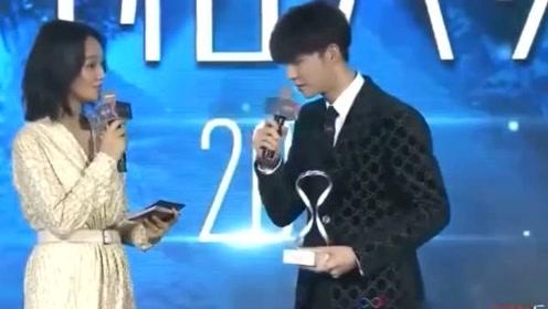 朱丹为口误致歉陈立农:谢谢你在舞台上的包容
