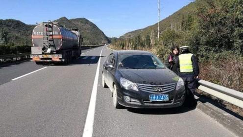 女司机在高速憋不住了怎么办?网友:这个解决方法让人有点脸红!