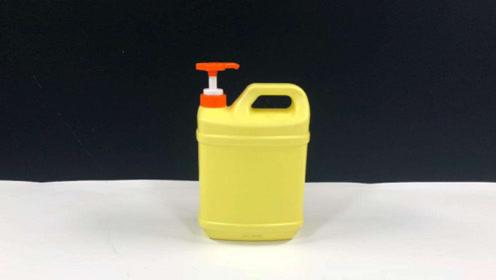 洗洁精瓶子别扔,简单改造下,放在卫生间里,人人都能用上