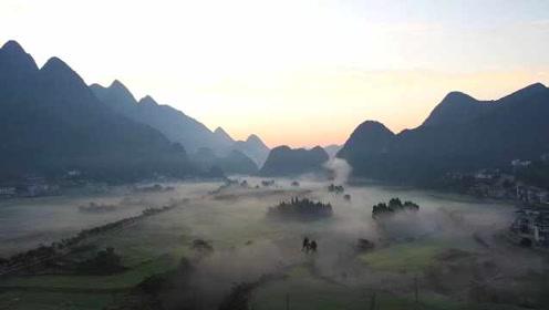 仙气溢出屏幕!贵州万峰林现平流雾奇观,美似水墨画
