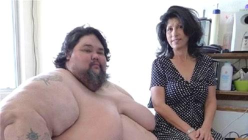 国外重达1000斤的宅男,妻子坚持照顾他10年,结局却让人心酸