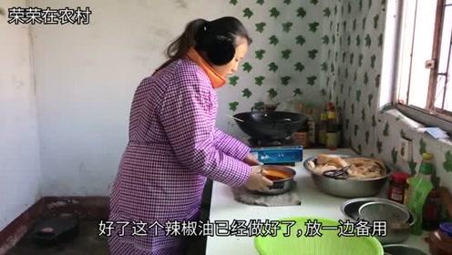 媳妇用人造肉做辣片,又麻又辣做了一大盆,尝一口满满的儿时回忆