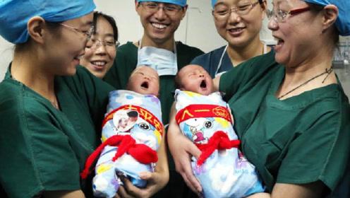 """新生儿刚出生的时候,可能都在""""忙""""些啥?宝妈们有没有被萌到呢"""