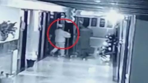 贵州一婴儿在医院被嫌疑人伪装成护士抱走 警方通报:已找回!