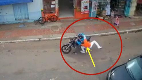 关键时刻还是邻居给力,男子偷窃当场被抓!精彩一幕发生了