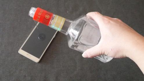 把白酒倒在手机上,解决了每个有手机的一个烦恼,尽早看看