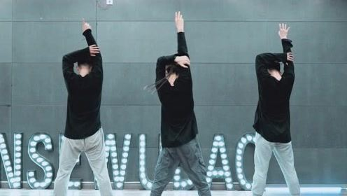 生活无聊,但我们仍然可以在舞蹈中找乐子!
