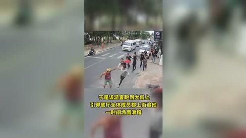 哭笑不得!美国游客与泰国餐厅员工起冲突,被全餐厅的人追着打。