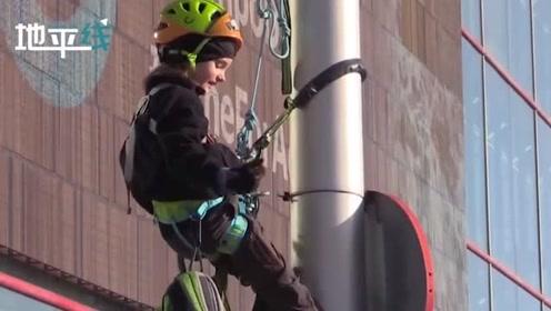 联合国气候峰会场外8岁环保少女爬上灯柱抗议 结果被警方救了下来