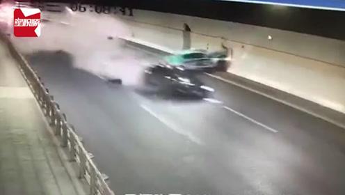 惊险!浙江男子驾车隧道内连撞两车,瞬间白烟腾起,现场一片狼藉