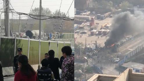 突发!武汉一停在路边的油罐车突然爆炸 两名电焊工人1死1伤