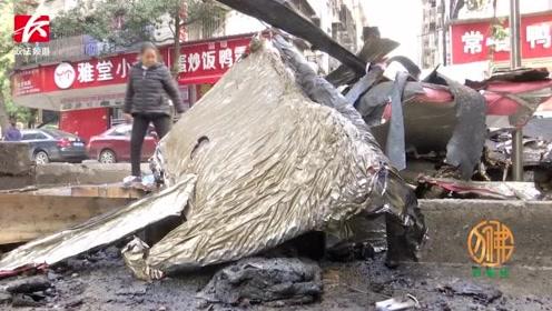餐馆突然起火传出爆炸声,居民提着灭火器往店面冲