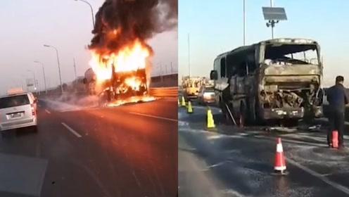 一大巴车早高峰时在北京西五环突然起火被烧成空壳 幸无人伤亡