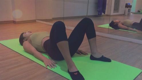 锻炼整个后背、腿部肌肉、臀部肌肉、腹部和腰肌