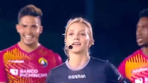 """巴西女裁判""""调戏""""男球员?观众看后不淡定了,是心动的感觉!"""