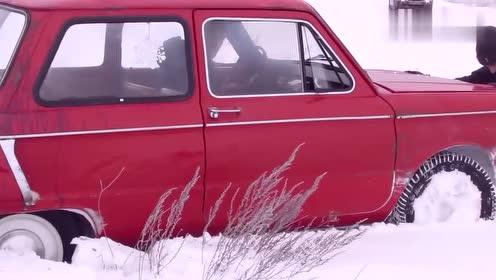 雪地里开车,车身时不时不由自主的就漂了!