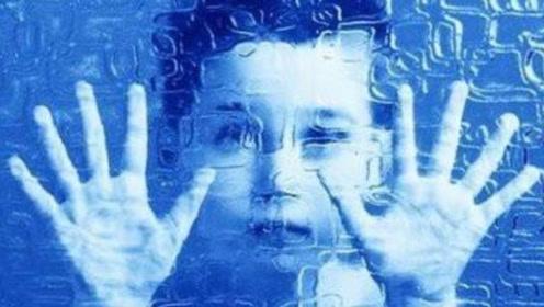 人为什么会患自闭症?自闭症究竟是天才还是蠢货?我们要如何对待?