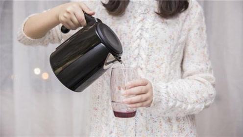 """烧开的自来水和桶装水,到底哪个更""""健康""""?今天总算明白了"""