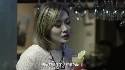 美女看到鸡尾酒瞬间变脸!大声吆喝服务生!这个做法也太蛮横了!