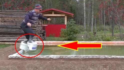 脚底穿套上两个塑料桶,能够实现气功水上漂吗?下一幕太刺激!