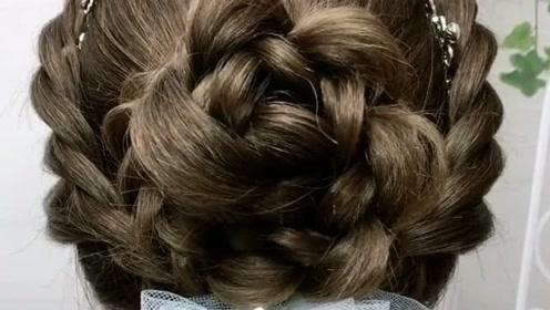 新娘皇冠白纱发型这样扎,超级高贵又大气