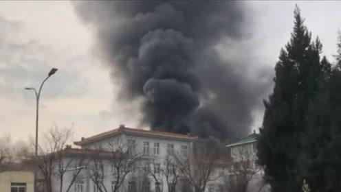 北京回龙观一饭店后厨发生大火 6名客人及40多名服务员已被疏散