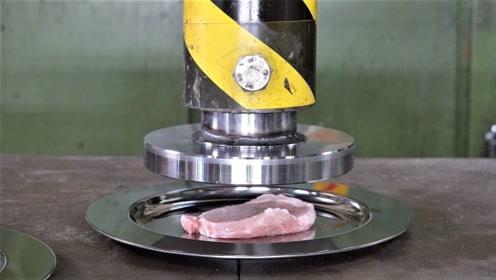 老外把牛排放在液压机下,碾压后还能吃吗?老外尝试后表情亮了!