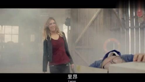 电影里兄弟2人通过美女找到一个爆破高手,不料差点把房子炸没了