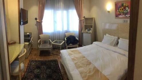 阿尔卑斯山的旅馆竟然只有一张床,地处海拔1900米处,就怕半夜下雨!