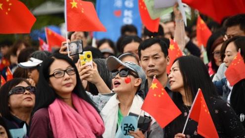 香港市民:支持警察 因为他们用生命保护这座城
