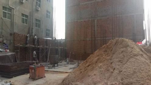 农村花二十万翻盖房子还是在县城二十万付个首付购置楼房?