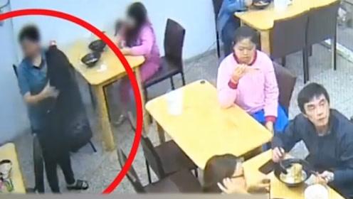 用餐变小偷!母亲偷邻桌钱包被女儿全程目睹 网友怒斥:坏榜样!
